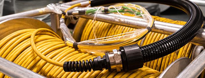 fast.LANE by Sachsenkabel bietet mit seinem Refit Service eine Möglichkeit überholte Technik zu modernisieren oder bestehende Systeme zu erweitern